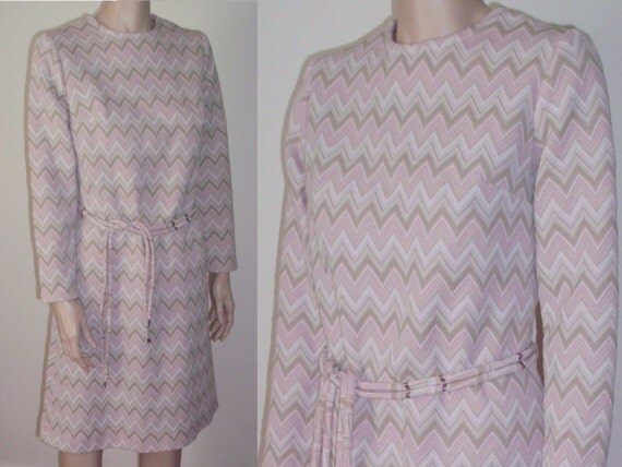 Vintage 60's mod dress chevron zigzag dress pastel pink geometric space age dress long sleeve S/M