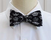 Men's Bow Tie in black with white crowns (self-tie)