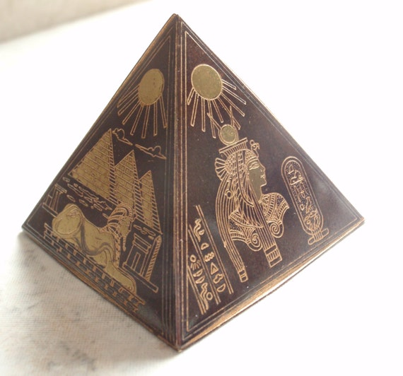 Egyptian Pyramid Paperweight Figurine Isis Sphinx Egyptology