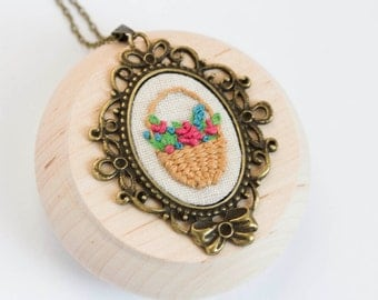 Flower basket necklace - hand embroidery -  - n076