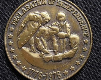 Sarah Coventry BICENTENNIAL Coin Pendant and Chain