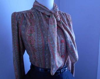 Flirty Vintage 1950s 1960s Atomic Paisley Print Long Sleeve Button Down Blouse w Ascot Tie Neck
