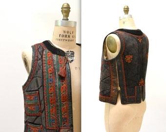 Vintage Embroidered Shearling Vest// 70s Shearling Embroidered Sheepskin Vest Fur Romanian Folk Vest