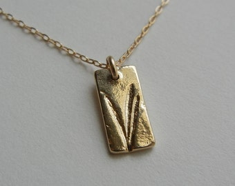 Tiny Blades of Grass Necklace (Gold)