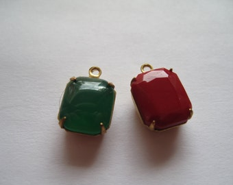 2 Cabochons- Red/Green