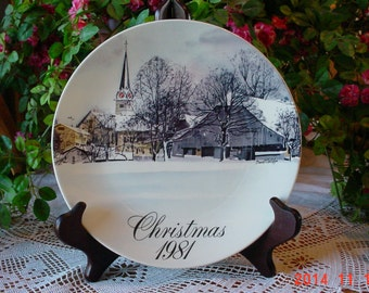 Vintage Smucker's 1981 Christmas Plate, Signed David Coolidge Collectible, Made in USA
