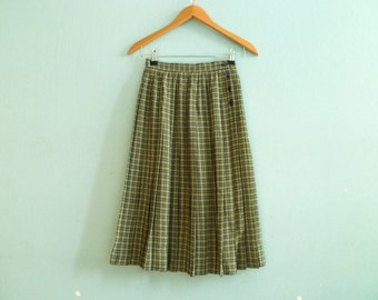 Vintage classic pleated skirt / green beige / check checked / high waisted / midi / knee length / extra small