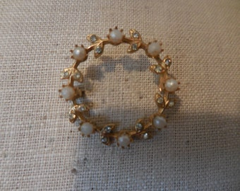 Vintage Gold Tone Pearl Rhinestones Cirlce 1950s to 1960s Leaves Dainty Round
