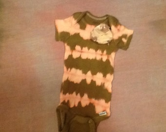 Green/Pink Tie Dyed Onsie with Beige Flower and Blanket 0-3months