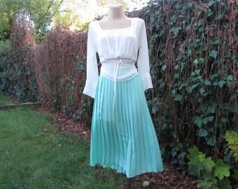 Pleated Skirt / Pleated Skirts / Skirt Vintage / Big / Large / Pale Green / Celadon / Size EUR 48 / UK20 / Elastic Waist / Accordion Skirt