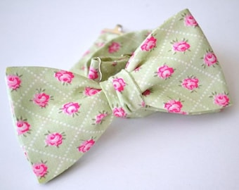 Freestyle Bow Tie in Sage Floral, Green and Pink Floral Bow Tie, Mens Bow Ties, Groomsmen Bowties, Wedding Bow Ties, Self Tie Bow Tie