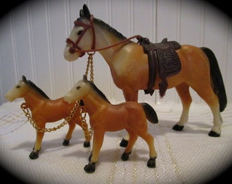 Saddled Mare with Colts Figurines  Made of Plastic    Hong Kong