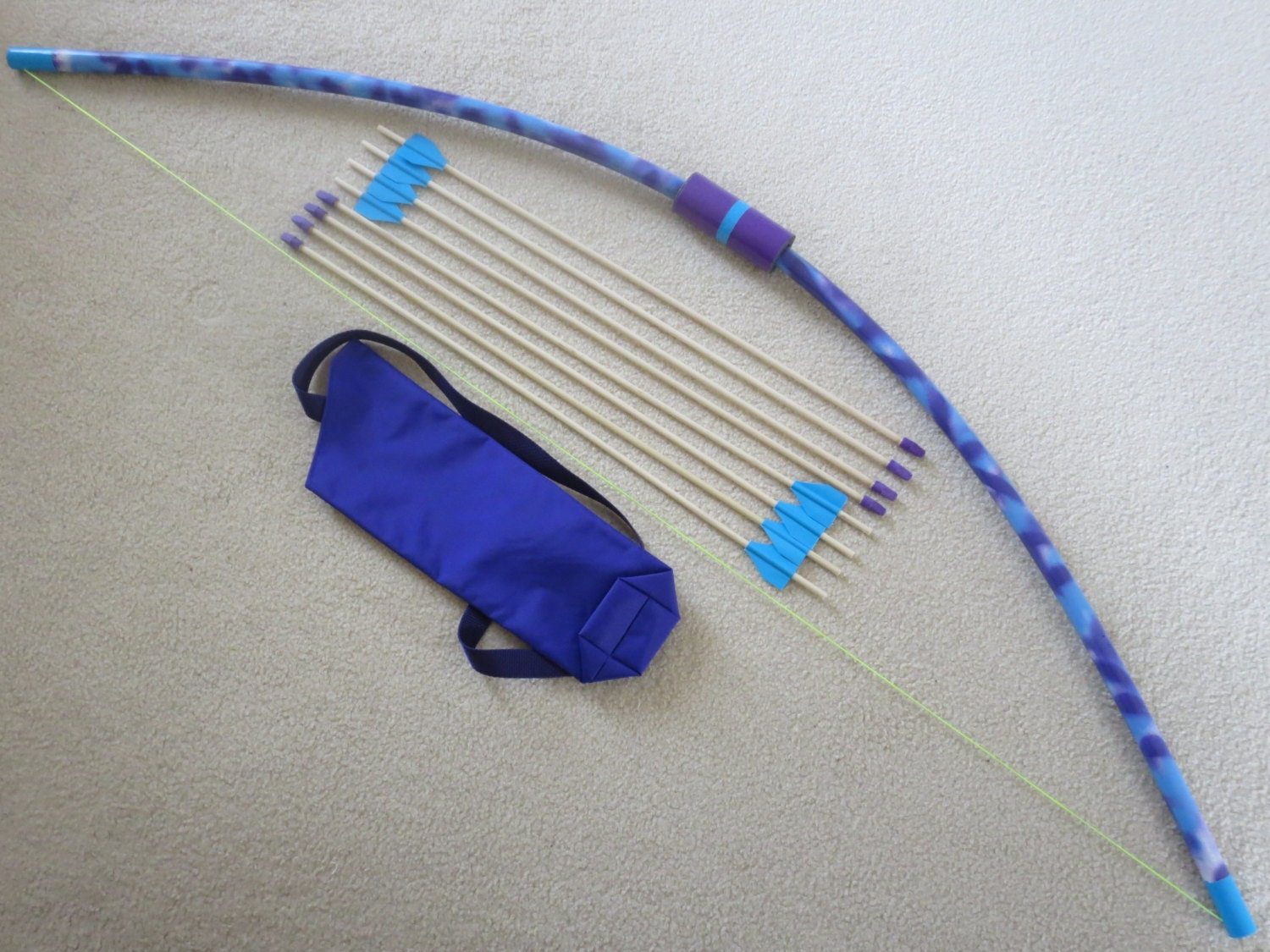 Longbow pvc toy 8 wooden eraser tip arrows in quiver fun for Kids pvc bow