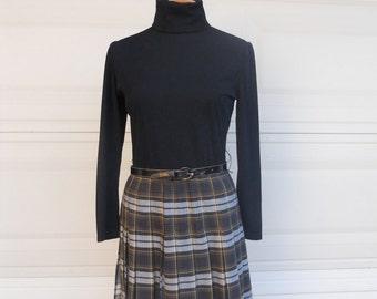 vintage 70s school girl dress . turtleneck dress . plaid dress . pleated skirt dress small medium