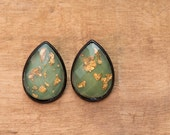 Free Shipping ~ Vintage Mint Gold Flakes Faceted Resin Lucite Stud Earrings