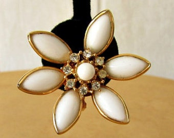vintage 50s white daisy flower earrings rhinestone center clip on lucy rockabilly mad men large