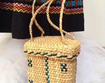 Adorable vintage mexican straw purse