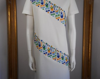 Vintage 1970's R & K Knits White Dress with Needlepoint Decoration - Size 14