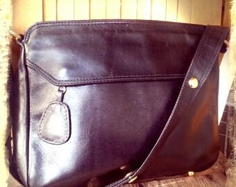 IDEAL   ///   Leather Shoulder Bag