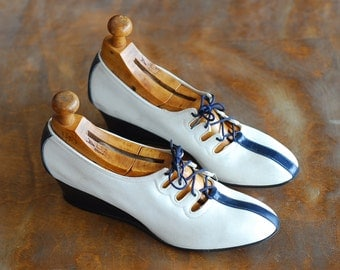 vintage 1940s shoes / 40s white and navy blue wedge oxfords / size 6.5 7 narrow