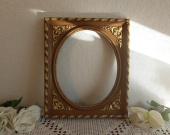 Vintage Oval Picture Frame Ornate Gold Syroco 8 x 10 Rustic Wedding Photo Decoration Paris Chic French Country Farmhouse Home Decor Gift