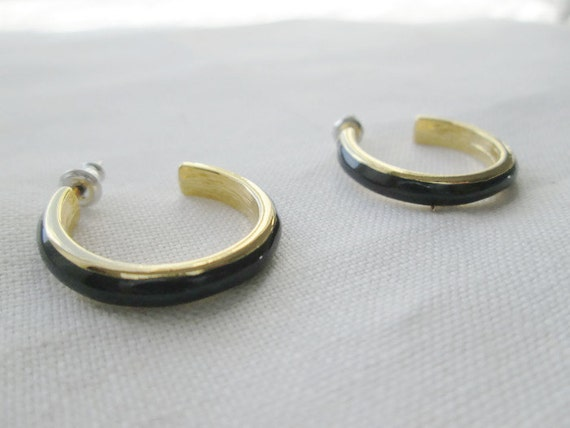 vintage navy blue enamel hoop earrings pierced gold tone