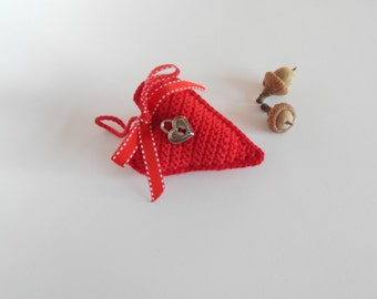 Red crochet heart, crochet red heart filled with dried lavender, red handmade decoration, crocheted lavender sachet, Valentine's day gift