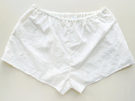 Drew / Ivory waist band floral embroidered shorts