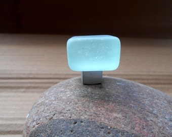 Tumbled cube cabinet knob