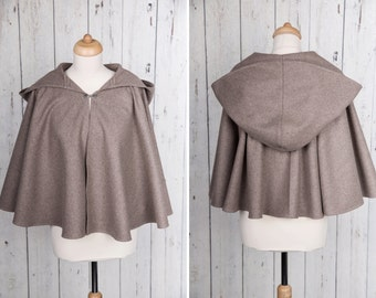 Short beige Medieval capelet or cape, full circle