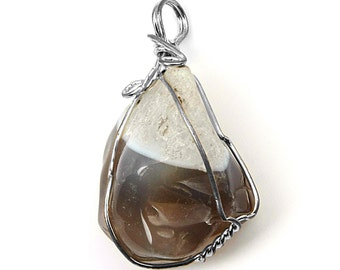 Wire Wrapped Two-Tone Color Agate Stone with Wire Accents NT-124