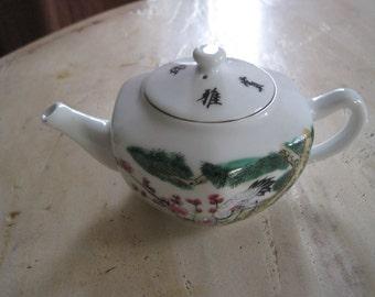 White crane porcelain tea pot