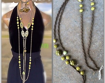 Miriam Haskell vintage flapper style marbled green Bakelite beads and Silvertone chunky chain long and fabulous circuit 1960s