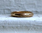 Vintage 14K Yellow Gold Etched Wedding Band.