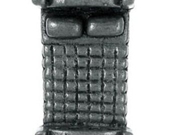 Bed Lapel Pin - CC301