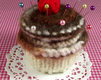 KNITTING PATTERN PINCUSHION Cupcake needlecraft Sewing knit crochet Amigurumi Food Chocolate Butterscotch Pdf Instant Download