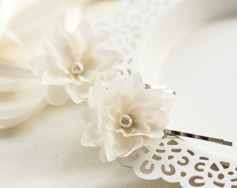 713_Small ivory flowers for hair, Flower girl flowers, Flowers wedding, Fabric flowers, Bobby pin, Hair accessories flowers Small hair piece