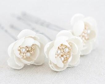 715_Off white hair flower pin, Bridal hair accessory, Small flower pin, Wedding flower pin, Bridal natural white flower pin Hair flowers set