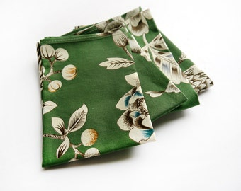 Cloth Napkins - Green and White Floral Chinoiserie Cloth Napkins- Set of 4- Limited Edition