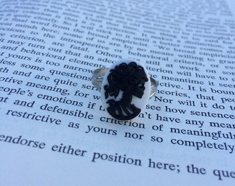 Black On White Lady Skull Lolita Cameo Ring - Silver (Adjustable)
