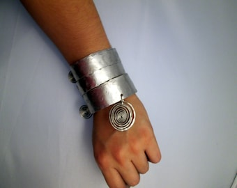 Huge cold connections jewelry ,huge modern aluminum bracelet cuff
