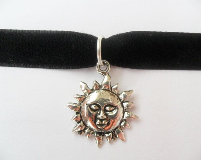 "Velvet choker necklace with silver tone sun flower pendant and a width of 3/8""Black, Leon, Mathilda, Natalie Portman,Ribbon Choker Necklace"
