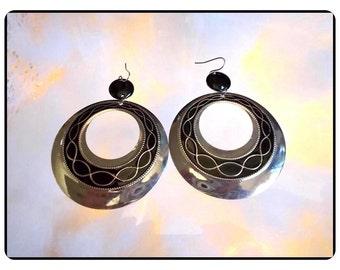Fantastic Lg Black Earrings - Enameled Silvertone Disk - Pierced Earrings   E3475a-083114000