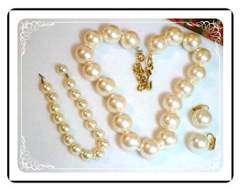 Monet  Vintage Set  - Pearl Necklace and Matching Earrings & Bracelet -   Para-1267a-012312000