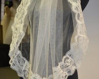 Lace trim ivory veil. vintage wide lace trim veil. wedding bridal lace vintage veil.