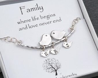 Kissing bird baby bird bracelet,personalized monogram bracelet,Bird on the branch,custom bird family initial,Mother jewelry,Mom and baby
