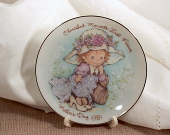 Avon 1981 Cherished Moments Mothers Day Plate with Plastic Easel