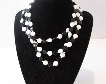 Vintage 70s  Italian GLASS BEAD NECKLACE  Hand tied black and white