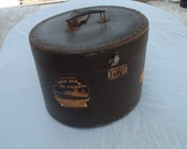 travel box for hat made of leather vintage excellent condition