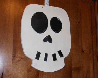 Skull wall or door hanger.. Halloween decoration